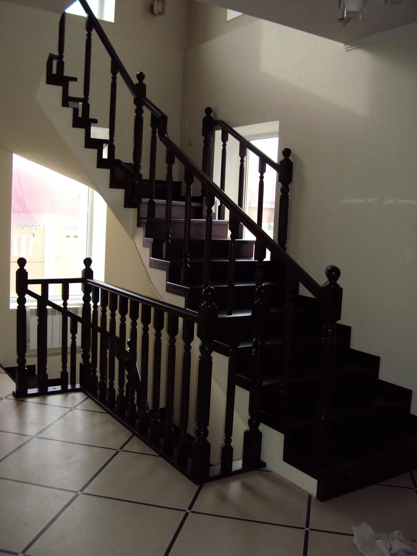 Деревянные лестницы на заказ в Краснодаре - 20 фото