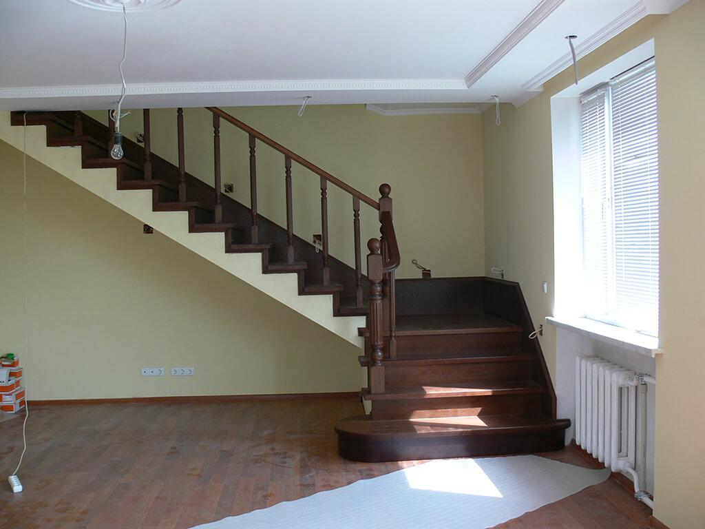 Деревянные лестницы на заказ в Краснодаре - 10 фото