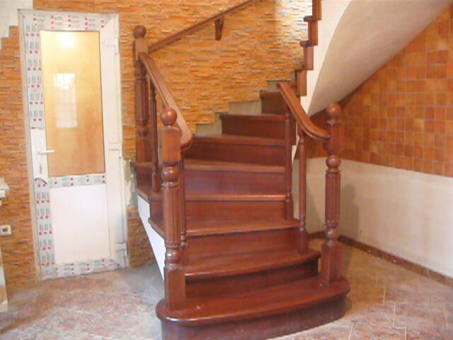 Деревянные лестницы на заказ в Краснодаре - 11 фото