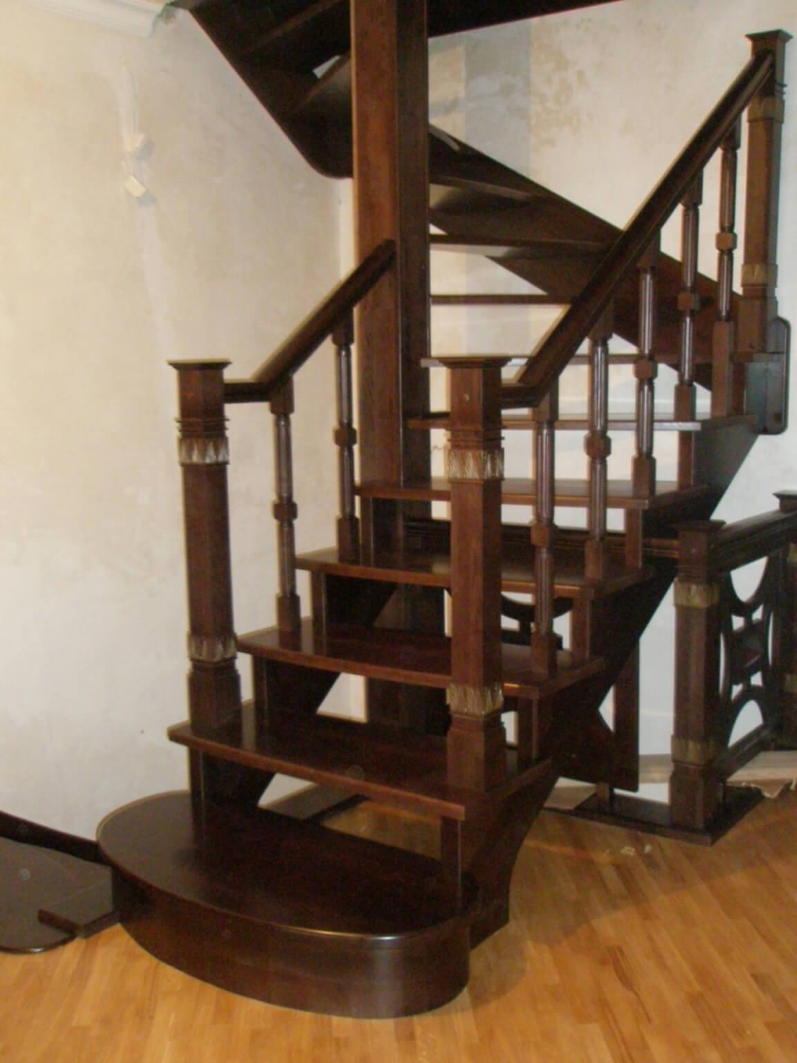 Деревянные лестницы на заказ в Краснодаре - 13 фото
