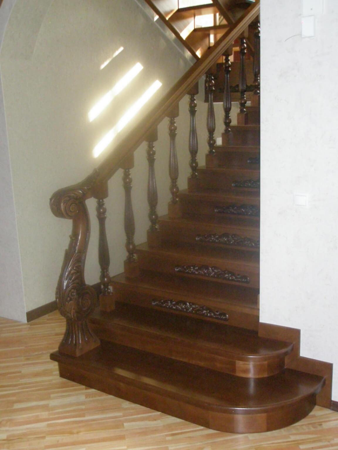 Деревянные лестницы на заказ в Краснодаре - 14 фото