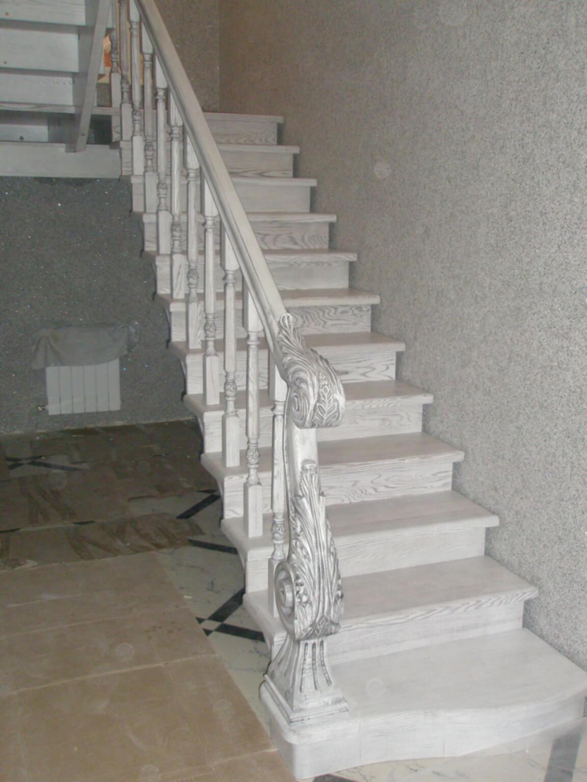 Деревянные лестницы на заказ в Краснодаре - 15 фото