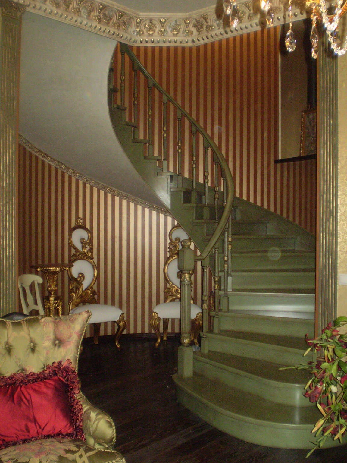 Деревянные лестницы на заказ в Краснодаре - 16 фото