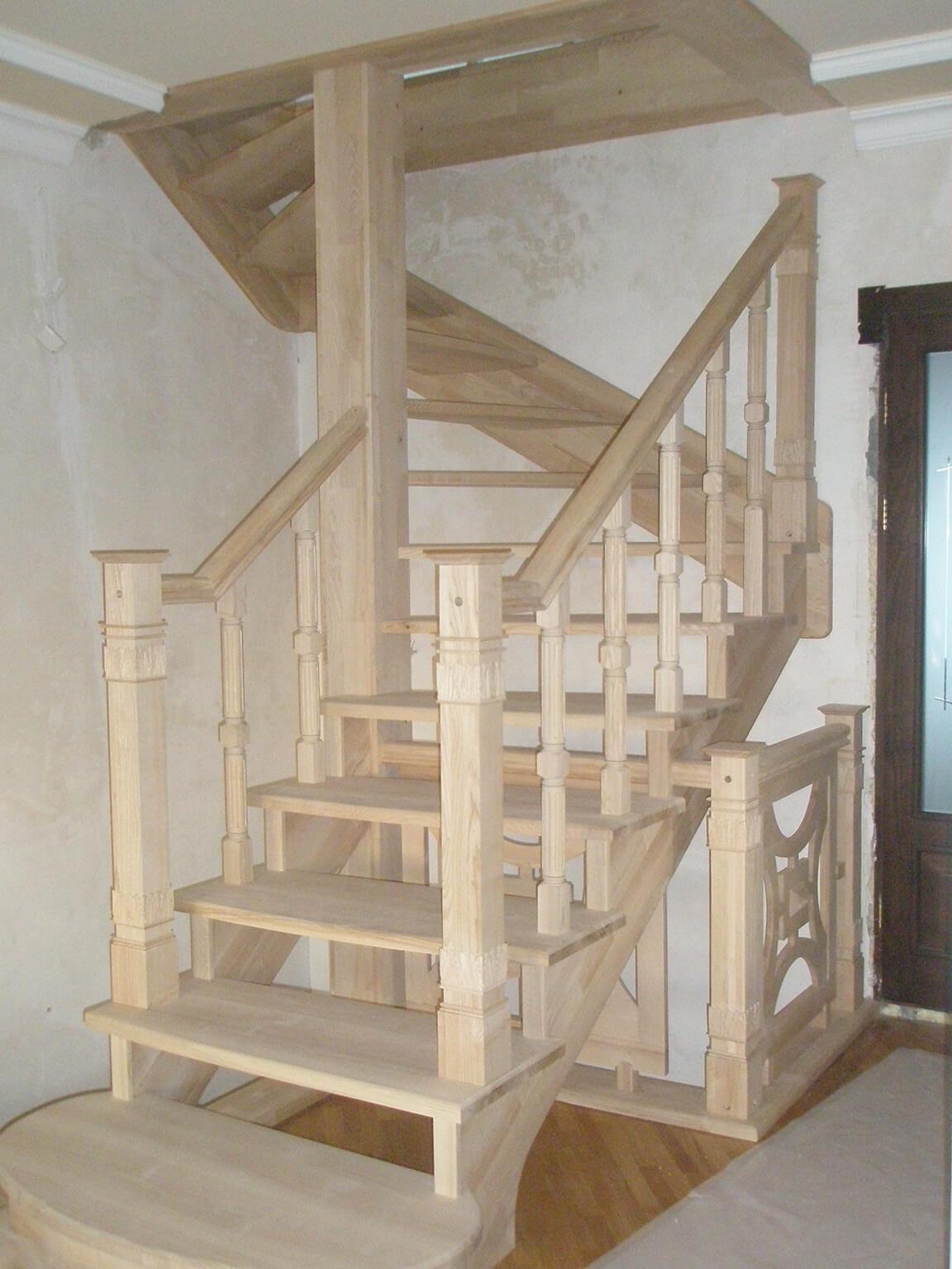 Деревянные лестницы на заказ в Краснодаре - 17 фото