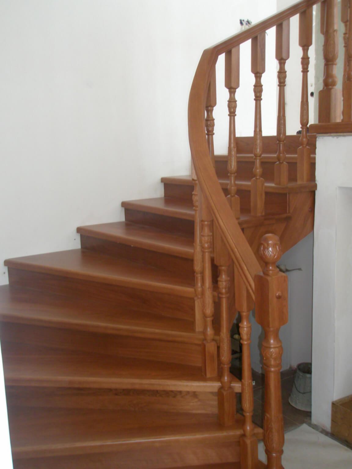 Деревянные лестницы на заказ в Краснодаре - 18 фото