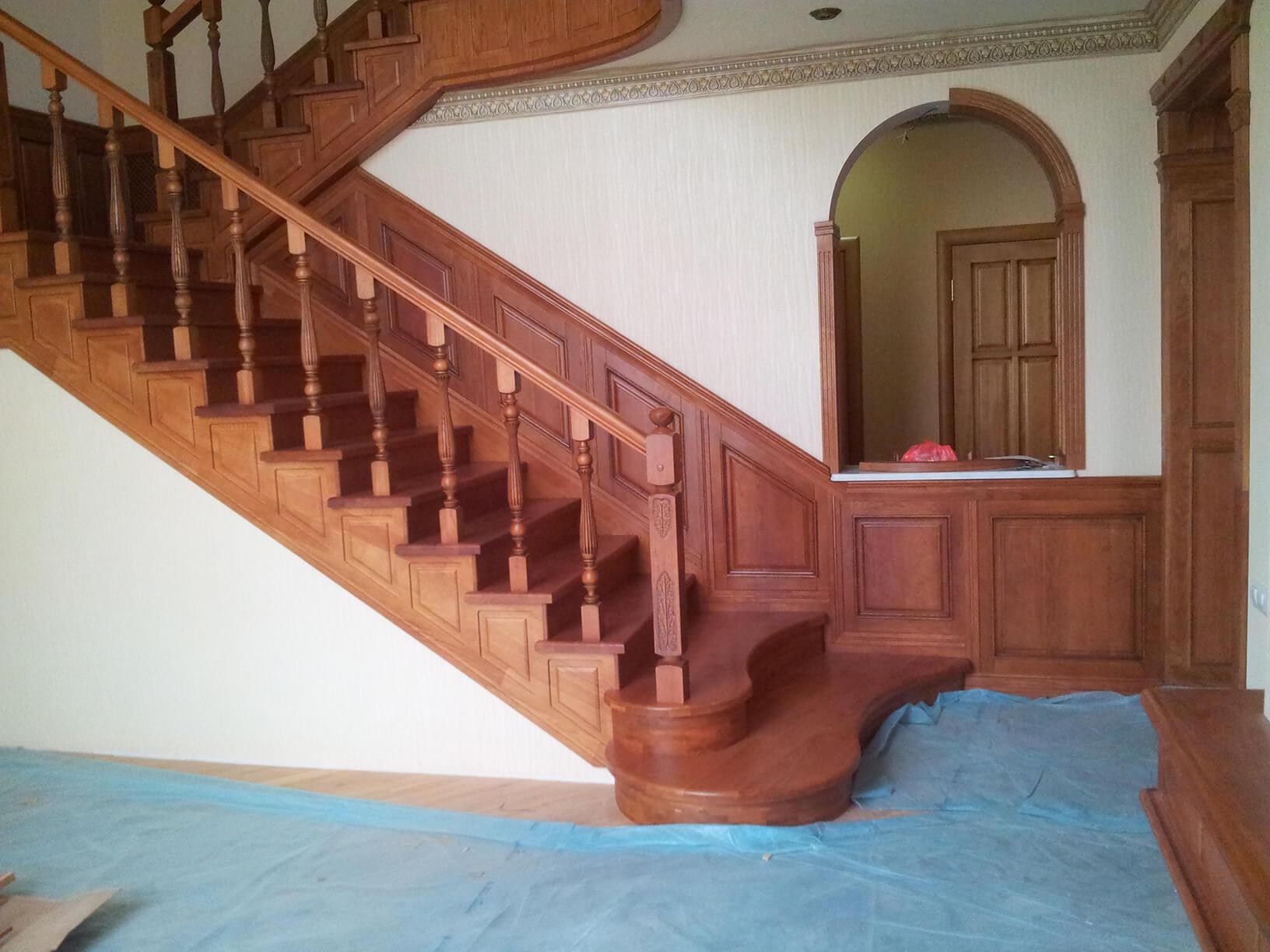 Деревянные лестницы на заказ в Краснодаре - 2 фото