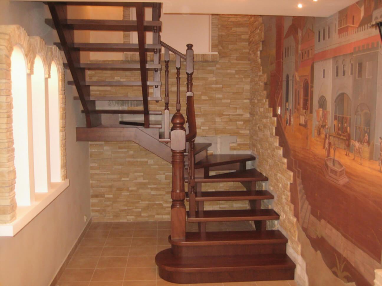 Деревянные лестницы на заказ в Краснодаре - 5 фото