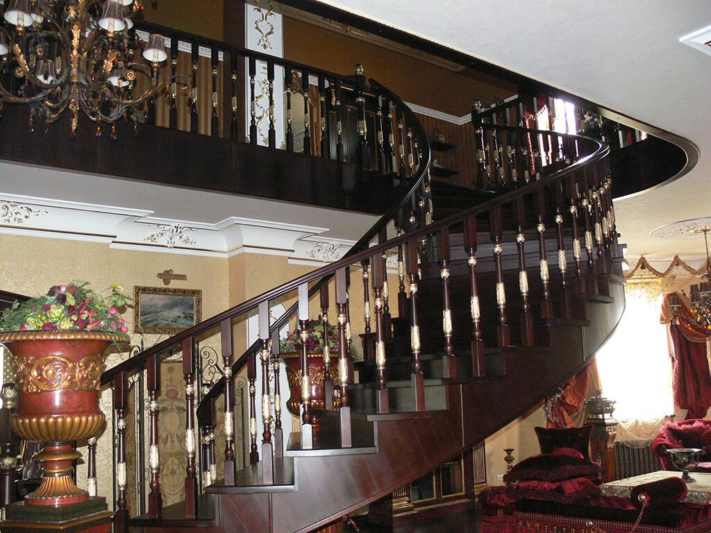Деревянные лестницы на заказ в Краснодаре - 7 фото
