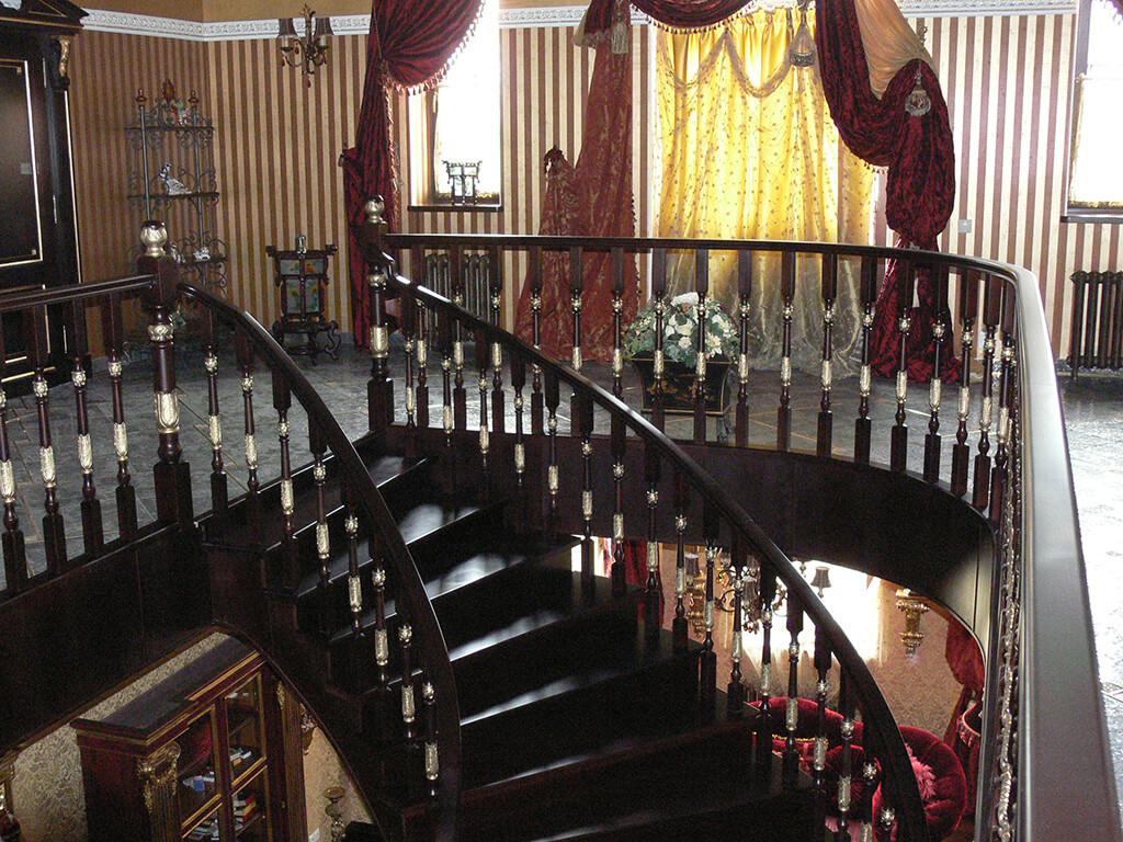 Деревянные лестницы на заказ в Краснодаре - 9 фото